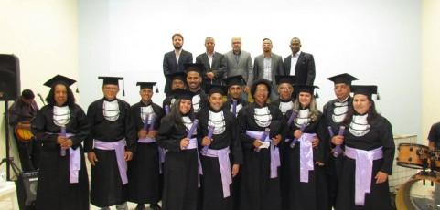Formatura de 13 bacharéis em teologia na FATAP Mineira